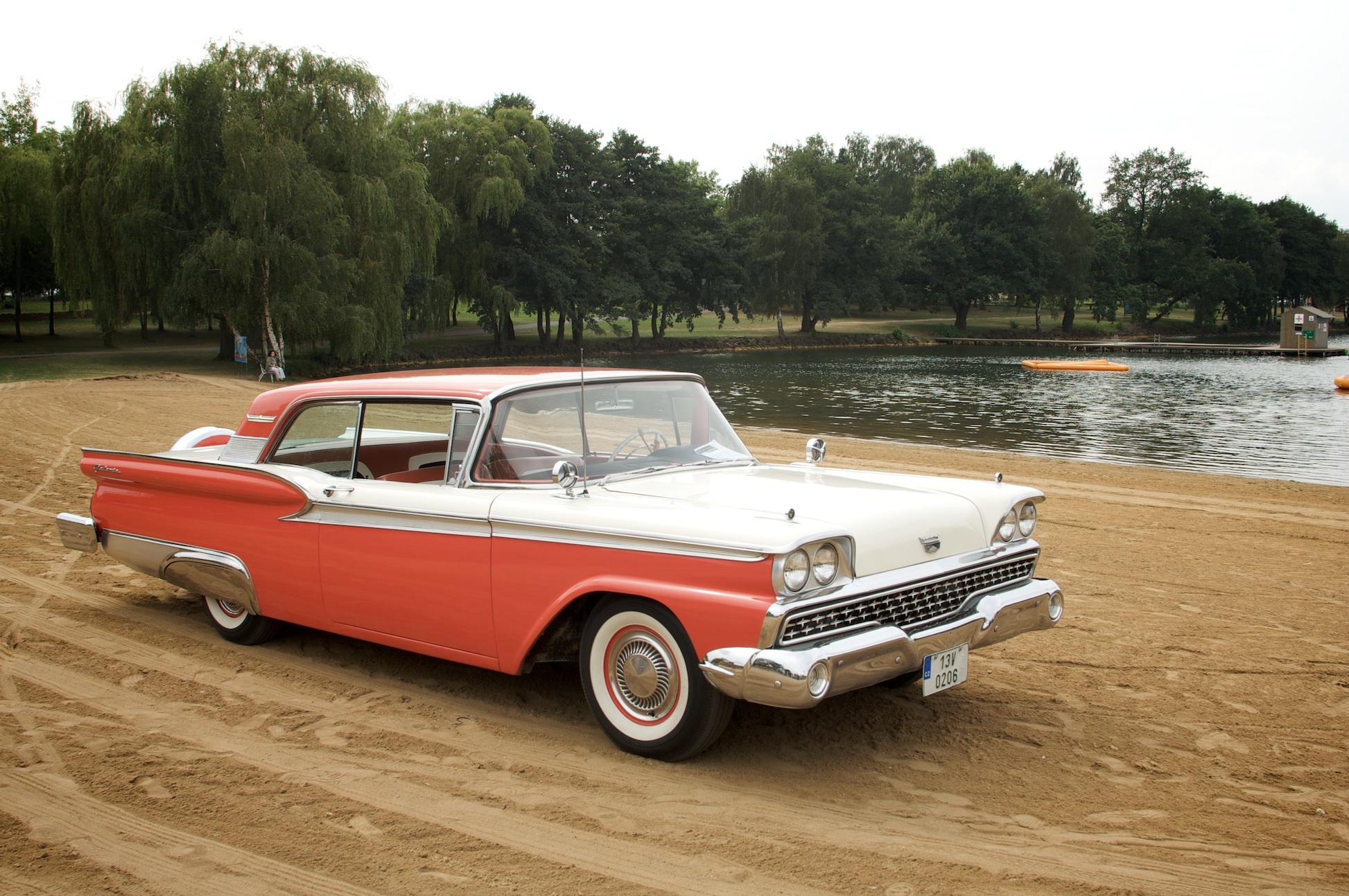 1959 Ford Galaxie Fairlane Cadillac Klub Čr