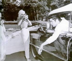 Elvis v 1956 Cadillac Eldorado