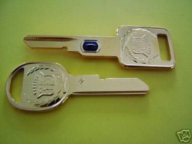 dva klíče Cadillac
